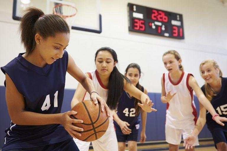 photo of girls playing basketball № 17630